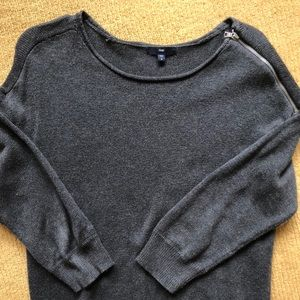 Gap Top Zipper-Shoulder 3/4 Sleeve Sweater